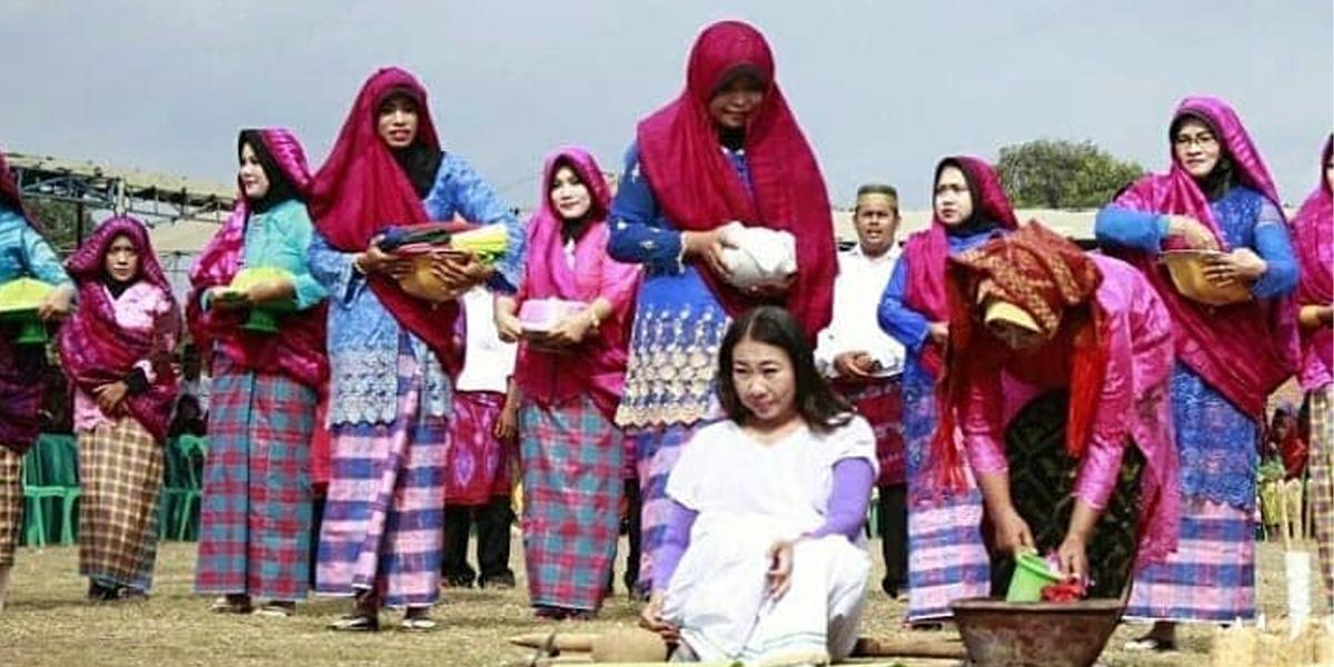 Biso Tian Tradisi tujuh bulanan usia kehamilan wanita suku samawa