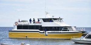fastboat rute labuhan badas-pulau moyo pulau medang