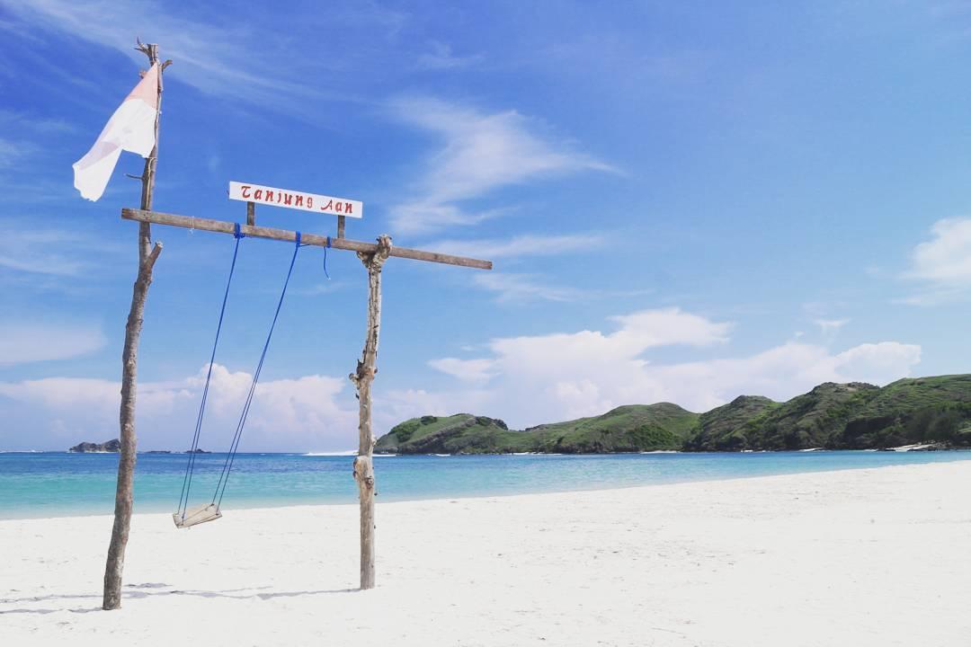 Tempat Foto yang bagus di Pantai Tanjung Aan