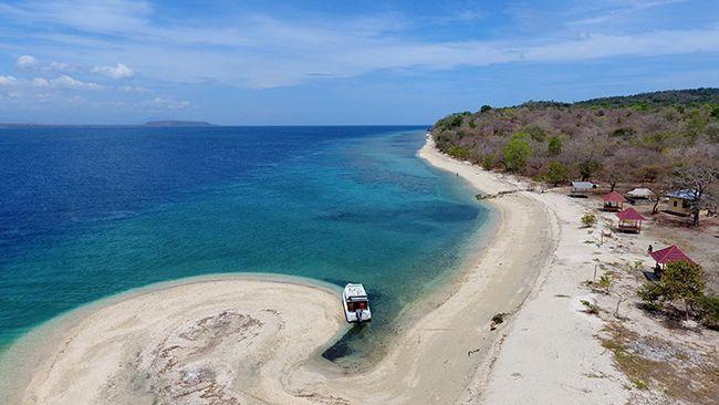 Pasir Putih di Tanjung Pasir Pulau Moyo